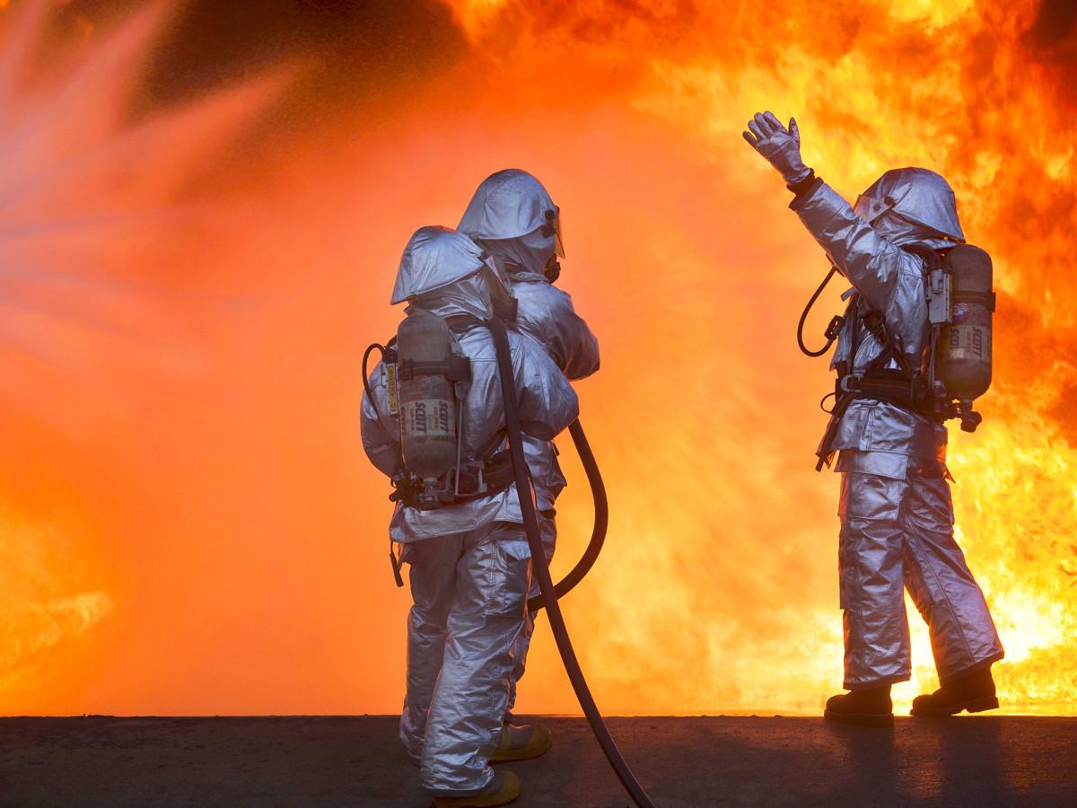 Пожар охватил семь частных домов в Кургане